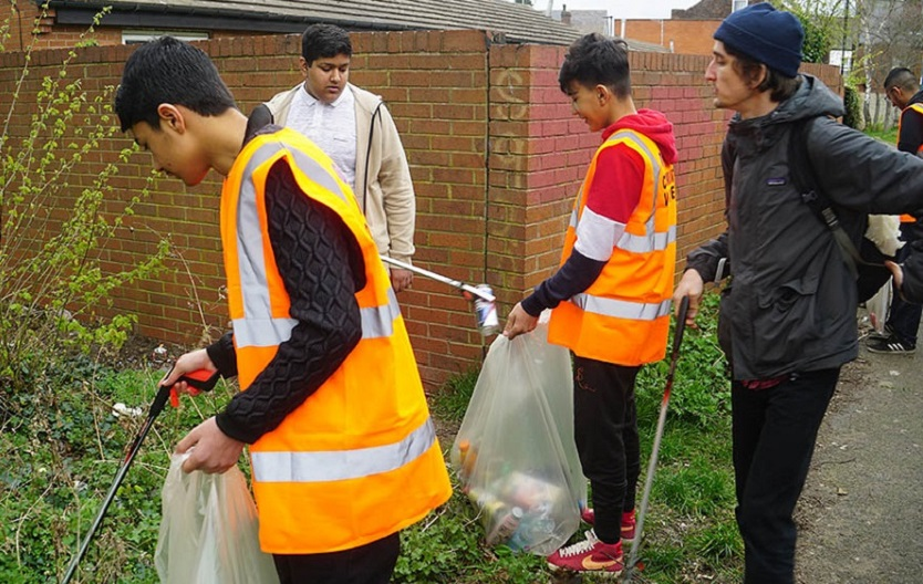 Young people picking up litter at Darnall station